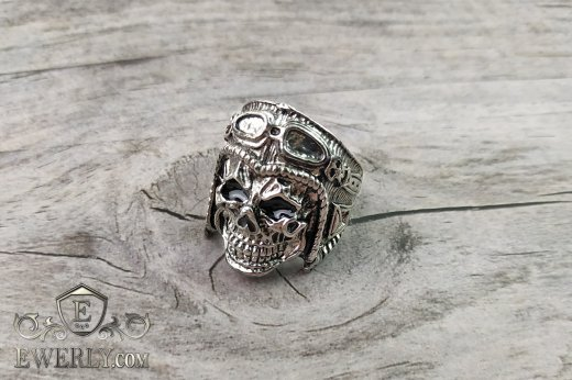 Men's ring of  silver with a skull to buy 141010KA